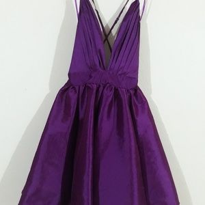 Dresses & Skirts - Es nuevo! No se ha esado!